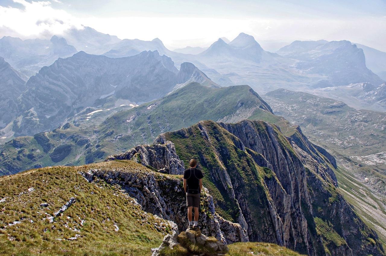 mountain-range-1208014_1280